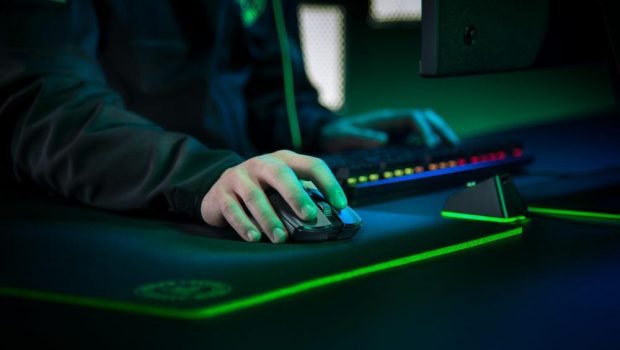 Razer DeathAdder V2 Vs Viper Ultimate: Which is for You?