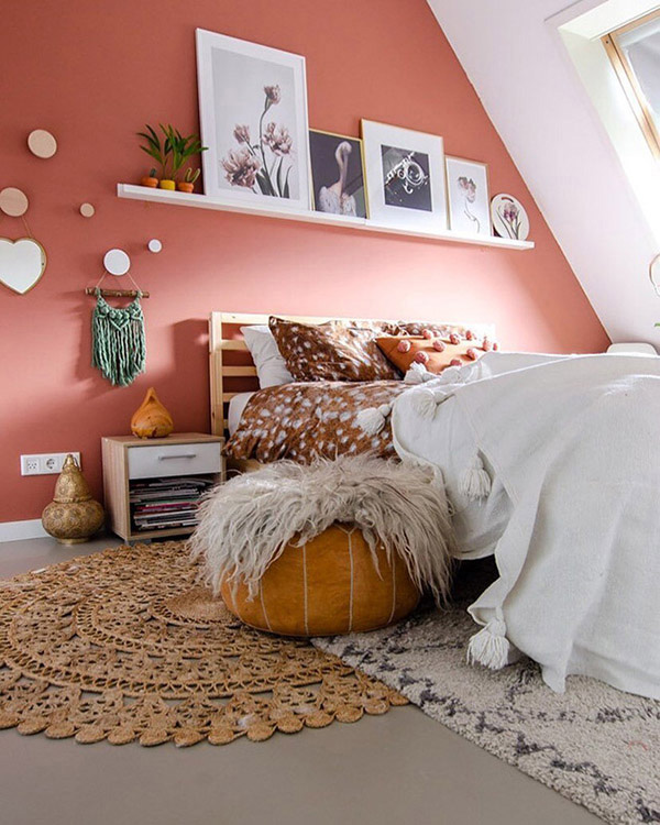 15 Ideas to Decorate a High Wall 10